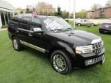 2007 Lincoln Navigator Luxury 4x4 Front 3/4 View