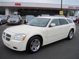2005 Cool Vanilla White Dodge Magnum R/T #49135910