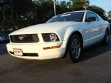 2005 Performance White Ford Mustang V6 Deluxe Coupe #50085505