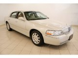 Lincoln Town Car 2007 Data, Info and Specs
