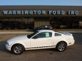 2005 Performance White Ford Mustang V6 Deluxe Coupe #52362118