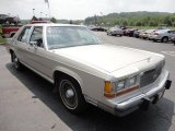 Ford LTD Crown Victoria 1990 Data, Info and Specs
