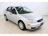 2005 CD Silver Metallic Ford Focus ZX4 SE Sedan #52809203