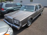 Lincoln Town Car 1988 Data, Info and Specs