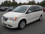 Chrysler Town & Country 2012 Data, Info and Specs