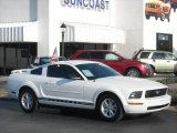 2005 Performance White Ford Mustang V6 Deluxe Coupe #5439654