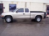2004 Light Almond Pearl Metallic Dodge Dakota SXT Club Cab #5519315