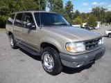 2000 Ford Explorer XLT Front 3/4 View