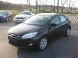 2012 Tuxedo Black Metallic Ford Focus SE 5-Door #56705051