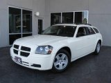 2005 Cool Vanilla White Dodge Magnum SXT #5713964