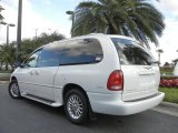 Golden White Pearl Chrysler Town & Country in 2000