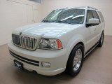 2005 Lincoln Navigator Luxury 4x4 Data, Info and Specs