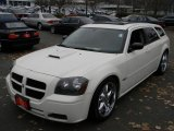 2005 Cool Vanilla White Dodge Magnum SXT #59001913