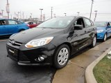 2012 Tuxedo Black Metallic Ford Focus SE 5-Door #60045027