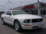 2007 Performance White Ford Mustang V6 Deluxe Coupe #6096706