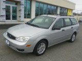 2005 Ford Focus ZXW SES Wagon Front 3/4 View