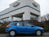 2012 Blue Candy Metallic Ford Focus SE 5-Door #61288153