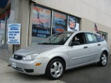 2005 CD Silver Metallic Ford Focus ZX5 SES Hatchback #62098488