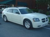 2005 Cool Vanilla White Dodge Magnum SE #65306906