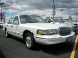 Lincoln Town Car 1996 Data, Info and Specs