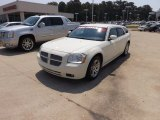 2005 Cool Vanilla White Dodge Magnum R/T #67271194