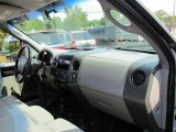 2005 Ford F150 XL SuperCab 4x4 Dashboard