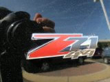 Chevrolet Suburban 2005 Badges and Logos