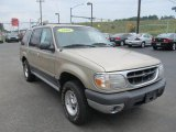 2000 Ford Explorer XLT 4x4 Front 3/4 View