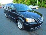 2013 Chrysler Town & Country Brilliant Black Crystal Pearl