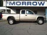 2004 Light Almond Pearl Metallic Dodge Dakota SLT Club Cab 4x4 #70406878