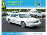 2006 Vibrant White Lincoln Town Car Signature Limited #70963558