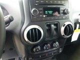 2012 Jeep Wrangler Call of Duty: MW3 Edition 4x4 Controls