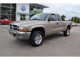 2004 Light Almond Pearl Metallic Dodge Dakota SLT Club Cab 4x4 #71980081