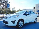 2013 Oxford White Ford Fiesta SE Sedan #74368819