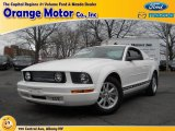 2006 Performance White Ford Mustang V6 Deluxe Coupe #74368960