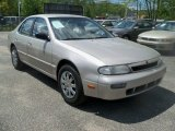 Nissan Altima 1994 Data, Info and Specs