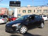 2012 Tuxedo Black Metallic Ford Focus SE 5-Door #75727078