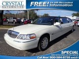 2006 Vibrant White Lincoln Town Car Signature #75786846