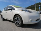 Glacier White Nissan LEAF in 2013