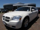 2005 Cool Vanilla White Dodge Magnum R/T #8036062