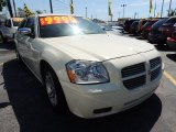 2005 Cool Vanilla White Dodge Magnum R/T #80593422