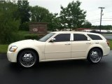 2005 Cool Vanilla White Dodge Magnum R/T #82098602
