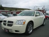 2005 Cool Vanilla White Dodge Magnum R/T #8304444
