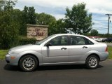 2005 CD Silver Metallic Ford Focus ZX4 SE Sedan #83378168