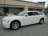 2005 Cool Vanilla White Dodge Magnum R/T #83836390