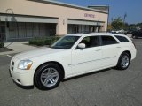 2005 Cool Vanilla White Dodge Magnum R/T #86451232