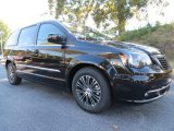 2014 Chrysler Town & Country Brilliant Black Crystal Pearl