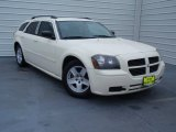 2005 Cool Vanilla White Dodge Magnum SXT #92088963