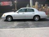 2000 Silver Frost Metallic Lincoln Town Car Signature #9324996