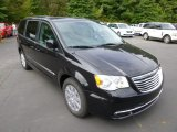 2015 Chrysler Town & Country Brilliant Black Crystal Pearl